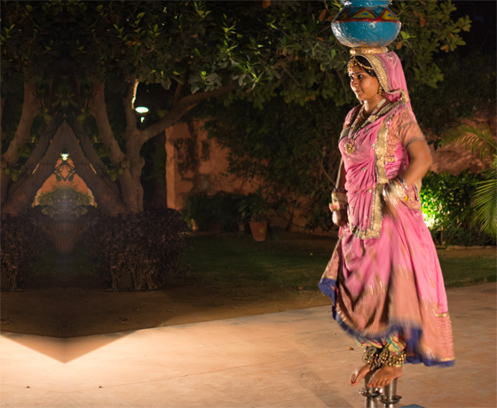 A Rajasthani folk dancer during a live performance at Skippers County. A perfect way to add creative experiences to your trip to Jaipur